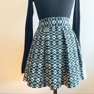 Banana Republic - Pattern box pleated skirt